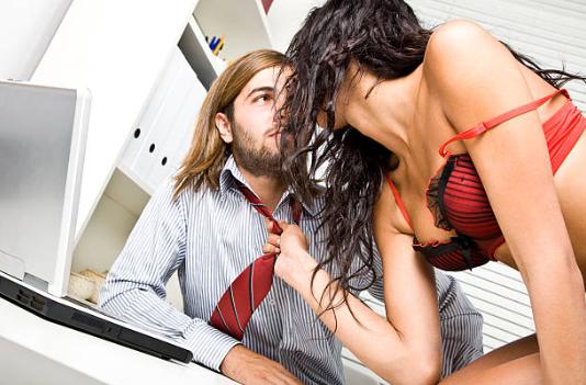 Schaffung einer erotischen Fantasie zwischen Paaren: hier zwei sexy Ideen